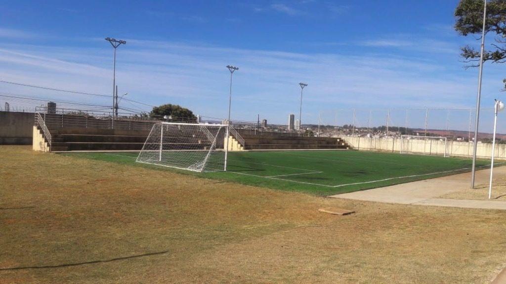 Prefeitura faz manutenção nos espaços esportivos de Araxá
