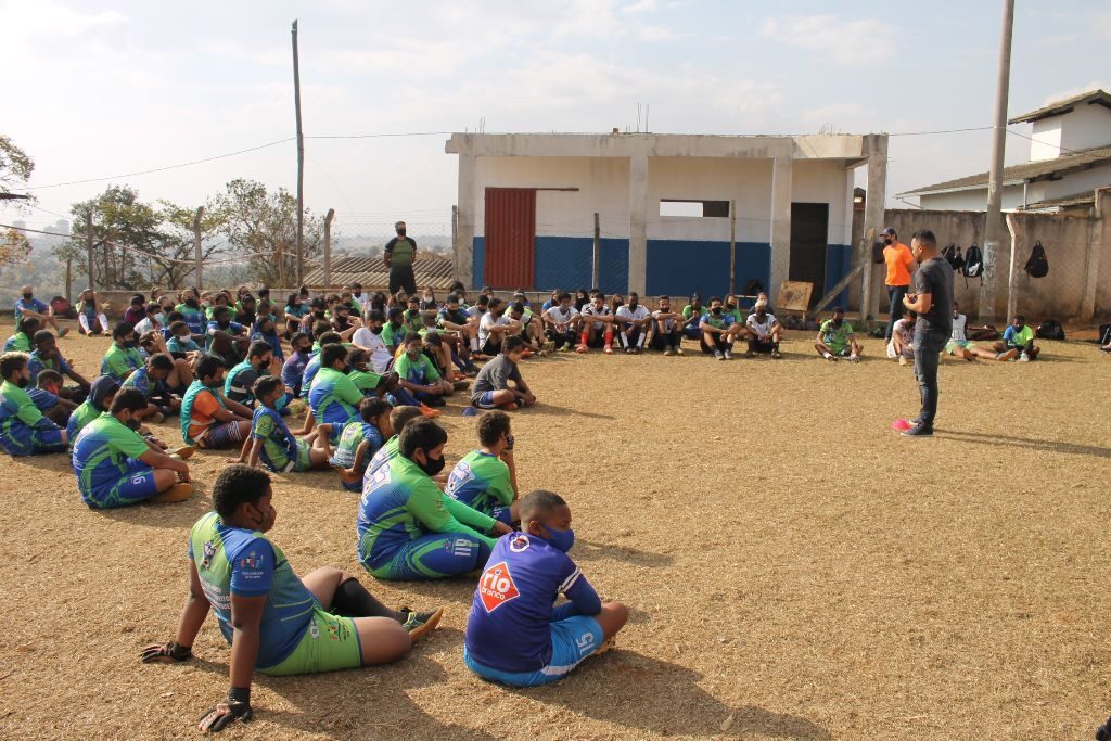 """""""Temos diamantes que precisam ser lapidados"""", destaca Ceará, em visita aos alunos do Trianon, de Araxá"""
